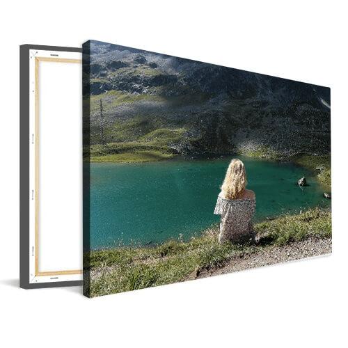 Foto op canvas meisje bij meer
