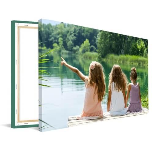 Foto op canvas meisjes bij meer