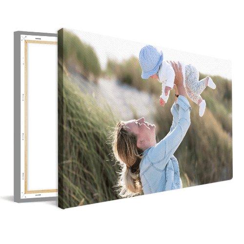 Moeder met baby op canvas